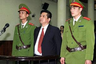 TS luật Cù Huy Hà Vũ tại phiên tòa ở Hà Nội hôm 4-4-2011. AFP
