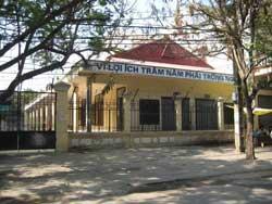 Một trường học tại Việt Nam với khẩu hiệu