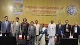 GS. Ngô Bảo Châu (thứ 4 từ trái qua)- Trường Đại học Paris-Sud, Pháp – tại Lễ khai mạc Đại hội Liên đoàn Toán học Quốc tế ở Hyderabad ngày 19/8/2010.
