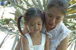 Blogger Mẹ Nấm và con gái. Photo courtesy of MeNam's Facebook.