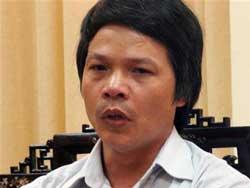 Thầy giáo Đỗ Việt Khoa trong buổi làm việc với Thanh tra sở GD-ĐT Hà Tây hôm 23/06/2006. Photo courtesy of tienphong.