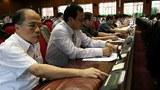 Các Đại biểu Quốc Hội nhấn nút biểu quyết về dự án đường sắt cao tốc hôm 19/06/2010.