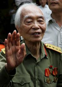 Đại tướng Võ Nguyên Giáp tại tư gia nhân sinh nhật thứ 95 hôm 01/8/2006. AFP photo