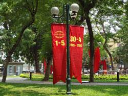 Băng rôn cho ngày 30 tháng 4 và 1 tháng 5 tại Hà Nội. RFA photo
