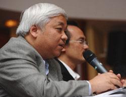 Ông Nguyễn Đức Kiên phát biểu tại một sự kiện bóng đá tại Hà Nội vào ngày 16 Tháng 2 năm 2012. AFP photo