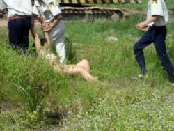 Phụ nữ khỏa thân để phản đối việc cưỡng chế đất. Courtesy of dantri