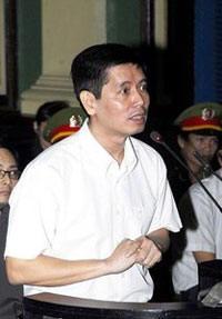 Ông Lê Thăng Long trong phiên tòa sơ thẩm ngày 20/1/2010. AFP photo
