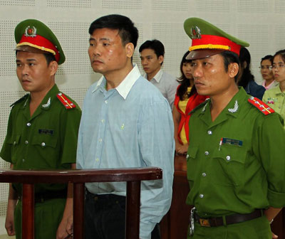 Blogger Trương Duy Nhất tại Tòa án nhân dân ở thành phố Đà Nẵng ngày 04 Tháng 3 năm 2014.