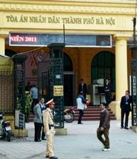 TAND TP Hà Nội trong ngày xử TS Cù Huy Hà Vũ 04/4/2011. AFP photo