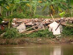 Nhà ông Đoàn Văn Vươn không nằm trong diện tích cưỡng chế nhưng đã bị phá. Photo courtesy of giaoduc.net