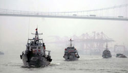 Tàu cảnh sát biển Trung Quốc trong một cuộc diễn tập ở Chương Châu, tỉnh Phúc Kiến của Trung Quốc, ảnh chụp trước đây. AFP photo.