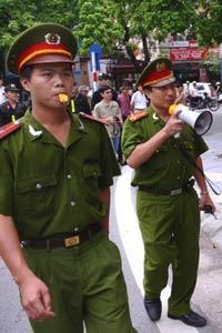 Công an Việt Nam trên đường tuần tra. AFP