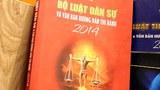 Một quyển sách về luật pháp được in với trang bìa có hình một diễn viên hài với nghệ danh là Công lý