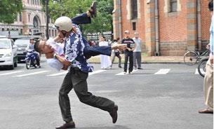 """Tôi Phan Nguyên, là người bị bắt (các bạn có thể nhìn thấy tôi trong bức ảnh nóng nhất ngày 12/06/2011) trông như một con vật giữa thế kỷ 21 này…""""  Source Nguyễn Bá Chổi(danlambaovn.blogspot.com)"""