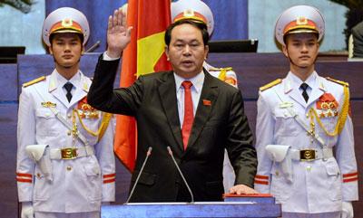 Tân Chủ tịch nước Trần Đại Quang tuyên thệ nhậm chức trong một buổi lễ tại Quốc hội vào ngày 02 tháng 4 2016. AFP photo