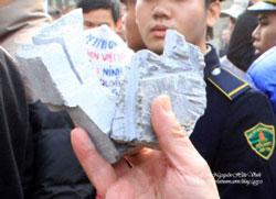 Những viên đá bị cưa nham nhở. Photo by Nguyen Huu Vinh
