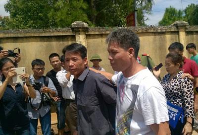 Anh em ông Đoàn Văn Vươn trong ngày được đặc xá.