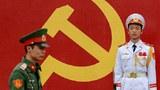 Lính đứng gác ở buổi họp đánh dấu kỷ niệm 85 năm thành lập của đảng tại Hà Nội ngày 2 tháng 2 năm 2015
