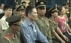 3 blogger Anhba Saigon, Điếu Cày và chị Tạ Phong Tần tại TAND TPHCM hôm 24/9/2012