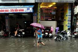 Hà Nội sau một trận mưa lớn hôm 08/8/2013. AFP photo