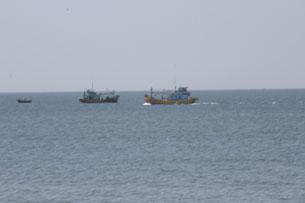 Ngư dân Việt Nam hành nghề đánh cá trong Biển Đông lo lắng khi liên tục bị phía Trung Quốc bắt giữ, hành hung.