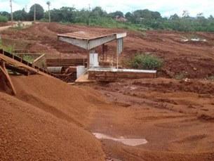 Công trường khai thác bauxite ở Nhân Cơ - Tây Nguyên.