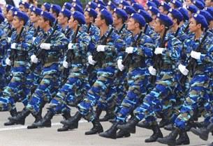 Cảnh sát biển Việt Nam diễu hành trong cuộc diễu binh quân sự vào ngày 10 tháng 10 năm 2010 tại Hà Nội.