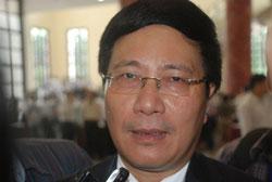 Phó Thủ tướng, Bộ trưởng Ngoại giao Phạm Bình Minh trả lời báo chí bên lề phiên họp Quốc hội ở Hà Nội chiều 12/6/2014. Courtesy infonet.