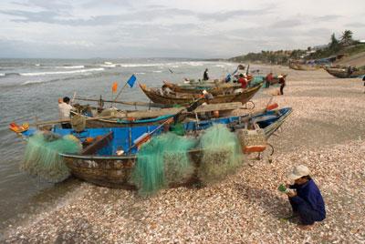 Tàu cá của ngư dân ở bãi biển Mũi Né, tỉnh Bình Thuận. AFP photo