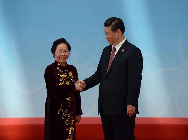 Phó Chủ tịch Việt Nam Nguyễn Thị Doan (trái) và Chủ tịch Trung Quốc Tập Cận Bình tại Thượng Hải vào ngày 21 tháng 5 năm 2014 (hình ảnh minh họa).