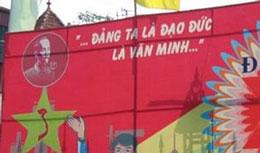 """Trên đường phố biểu ngữ của đảng nhắc nhở """"...đảng ta là đạo đức là văn minh..."""". RFA file"""