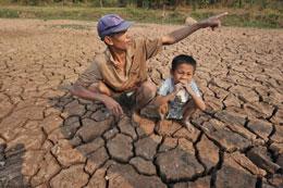 Nhiều vùng đất thuộc ĐBSCL bị khô cằn ảnh hưởng thời tiết. AFP
