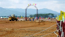 Công nhân làm việc tại mỏ Bauxite Bảo Lâm, tỉnh Lâm Đồng vào ngày 13 Tháng Tư 2009. AFP