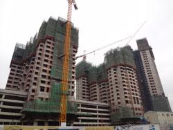 Một công trình xây dựng nhà cao tầng ở Hà Nội ngày 22/12/2012. RFA photo.
