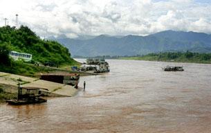 Sông Mekong trên địa phận Trung Quốc, bến phà Lancang bên trái phía phải sông là tỉnh Guanlei, Miến Điện. AFP