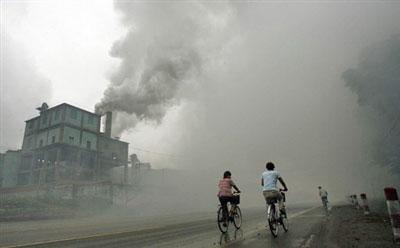 Khói ô nhiễm từ một nhà máy ở Yutian, ở phía tây bắc tỉnh Hà Bắc của Trung Quốc (minh họa)AFP