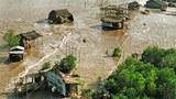 Hàng ngàn người dân sống ven biển Cà Mau sẽ bị ảnh hưởng trước tiên bởi nước biển dâng, mặt đất lún (ảnh chụp tại cửa biển Hố Gùi, Cà Mau)