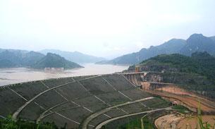 Nhà máy thủy điện Hòa Bình được xây dựng tại hồ Hòa Bình ở miền Bắc. Wikipedia