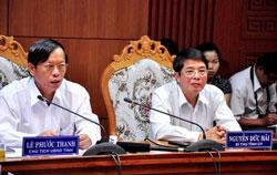 Ông Lê Phước Thanh (T), chủ tịch UBND tỉnh Quảng Nam và Ông Nguyễn Đức Hải - Bí thư Tỉnh ủy Quảng Nam không an tâm về sự an toàn của đập thủy điện Sông Tranh 2.