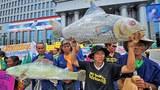 Dân làng Thái Lan bị ảnh hưởng bởi đập Xayaburi tổ chức biểu tình trước của tòa hành chính tại Bangkok, ngày 07 Tháng 8 năm 2012.