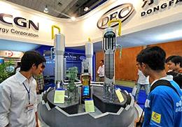 Mô hình của lò phản ứng hạt nhân Mitshubishi của Nhật Bản tại một cuộc triển lãm về điện hạt nhân được tổ chức tại Hà Nội vào ngày 28 Tháng 5 năm 2010.
