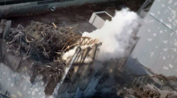Nhà máy hạt nhân Nhật bốc khói