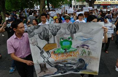 Người dân biểu tình tại Hà Nội hôm 1/5/2016 phản đối tập đoàn Đài Loan Formosa xả chất thải độc hại ra biển. AFP photo
