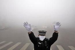 Trung Quốc: những đám mây ô nhiễm bao phủ Cáp Nhĩ Tân (Harbin) thuộc tỉnh Hắc Long Giang (Heilongjiang) phía đông bắc của Trung Quốc, ngày 21 tháng 10 năm 2013. AFP