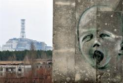 Bức vẽ trên tường trong thành phố ma Pripyat gần lò phản ứng hạt nhân thứ tư tại nhà máy điện hạt nhân Chernobyl cũ hôm 04/4/2011. AFP photo.