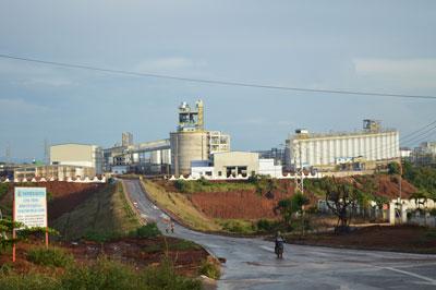 Nhà máy Alumin Nhân Cơ tại huyện Dak R'lắp, tỉnh Dak Nông. Photo courtesy of cafeland