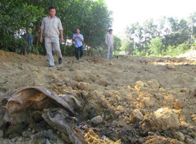 Rác thải Formosa chôn lấp sai quy trình. Photo courtesy of danviet.vn