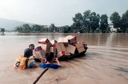 Cứu trợ đang được chuyển cho các nạn nhân vùng lụ lụt ở miền Trung (ngày02/10/2013) RFA