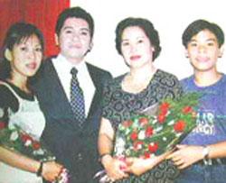 Nghệ sĩ Phương Quang và tổ ấm gia đình.  Hình của cailuongvietnam.com .
