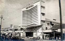 Rạp hát cải lương Long Vân ở Ngã Bảy, Sài Gòn. Photo courtesy of BlogNắngẤm.